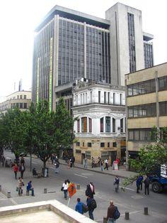 BOGOTÁ edificio Pasaje Hernandez Snapchat, Street View, Board, Earth, Planes, Places To Visit, Buildings, Colombia, Cities