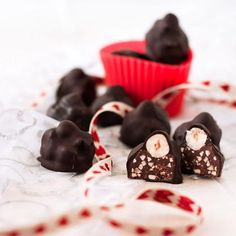 Okay, San Valentino è quasi finito... ma un BACIO non si nega a nessuno, no? 😘 Se poi sono tipo quelli Perugina e fatti in casa, andrebbero mangiati tutto l'anno 😜 #sanvalentino #baciperugina #angolodelledolcezze #colazioneitaliana #dolcivisioni #instafoodandplaces #official_italian_food #secucinatevoi #dolce_salato_italiano #chiacchiereacolazione #merendaitaliana #bloggallineincucina #bloggalline #followoftheday #hautecuisines #recipeoftheday #sweet #sweettooth #dolcifattiincasa…