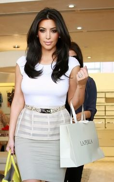 Top Quality Long Loose Wave Kim Kardashian Hairstyle Lace Front Human Hair Wig about 18 Inches can be purchased from Online Store with Discount Codes and Coupon Vouchers. Look Kim Kardashian, Estilo Kardashian, Kim Hair, Natural Hair Styles, Long Hair Styles, Natural Beauty, Cut And Style, Look Fashion, Cool Hairstyles