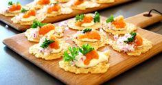 drinktilltugg   Catarina Königs matblogg Parmesan Chips, Tapas, Snack Recipes, Cooking Recipes, Great Recipes, Snacks, Food Porn, Swedish Recipes, Party Food And Drinks