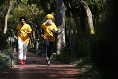World's oldest marathoner retires Toronto Waterfront Marathon, Fauja Singh, Beginning Running, London Marathon, Marathon Runners, Sports Images, British Indian, World Records, Land Scape