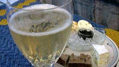 Scientists at Reading University believe drinking three glasses of champagne every week may help prevent the onset of dementia and Alzheimer's. The Cure, Alzheimers, Dementia, Good Advice, Health And Beauty, Helpful Hints, Drinking, Alcoholic Drinks