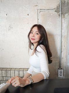 Jhope Sister, Jung Ji Woo, What Is Fashion Designing, Glasses Brands, Insta Posts, Album Bts, My Princess, Business Women, Korean Fashion