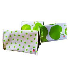Modern and fun, with room to spare! Designed for larger capacity so you can put in the Munch Litter-less lunchwraps and bags. Cool Kitchens, Bag Making, Sunglasses Case, Rolls, Store, How To Make, Fun, Bags, Products