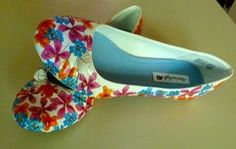 Easy to make flowery shoes....definitely trying this out!