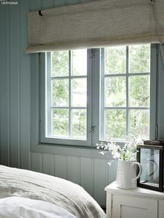 Pin by jan thomas on little house винтажные окна, дизайн дома, дом. Scandinavian Cottage, Swedish Cottage, Cottage Style, Swedish Bedroom, Cottage Interiors, Cottage Homes, Swedish Interiors, Cosy Home, House Windows
