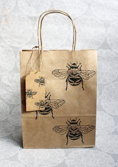 Bumble Bee gift bag set | Medium kraft bag with matching bee gift tag | Bugs | Birthdays | Parties | Lino print | Handmade |