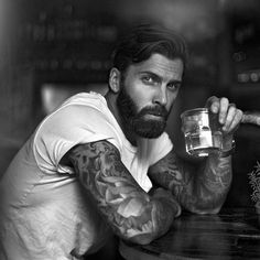 46 Splendid Handsome Men Ideas With Hipster Hairstyle Beard beard men Beard Styles For Men, Hair And Beard Styles, Hipster Noir, Men Hipster, Hipster Hairstyles, Beard And Hairstyles, Beard Humor, Short Beard, Beard Grooming