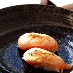 Aburi Salmon Sushi  #kwangskitchen #foodblog #food #vancouver #bc #instafood #foodie #foodpic #foodpics #foodporn #cooking #nomnom #homemade #aburi #salmon #sushi #japanese #mayo #flame #seared #yummy #simple #nigiri #rice #healthy by kwangskitchen