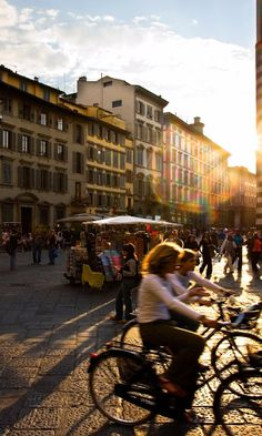 15 Best Things to Do in Florence, Italy Florence Shopping, Florence Italy, Italy Vacation, Italy Travel, European Vacation, European Travel, Cool Places To Visit, Places To Go, Old Town Italy