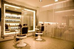Interior peluquería Arnau Rayó Perruquers   C/ Asalto nº 6   Sa Pobla Mallorca   Telf: 971541055  www.facebook.com/ArnauRayoPerruquers