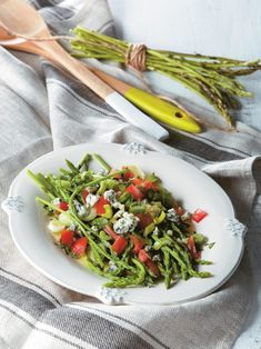Asparagus, blue cheese and tomato salad - www. Tomato Salad, Asparagus Salad, Salad Bar, Blue Cheese, Salads, Sweet Home, Vegetables, Cooking, Healthy