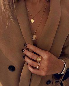15 Minimalist jewelry labels and webshops Scandistyle - Gold jewelery Gold Rings Jewelry, Dainty Jewelry, Bohemian Jewelry, Cute Jewelry, Jewelry Shop, Jewelry Design, Women Jewelry, Gold Bracelets, Diamond Earrings