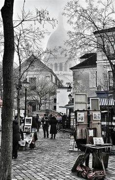 Montmartre, de schilderswijk van Parijs. Bekend om zijn gezellige pleinen en leuke terrasjes.