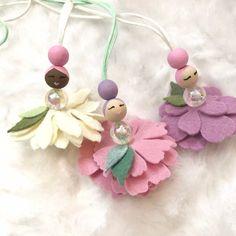 Best 10 Como+hacer+una+hada+de+tul+con+alas+de+papel+y+estambre+cordoncillo+o+gamuza+paso+a+paso+tutorial+para+realizar+adornos+y+accesorios+de+hadas+de+primavera.jpg – Page 540150549036602748 – SkillOfKing. Mermaid Ornament, Easter Gift Baskets, Felt Fairy, Flower Fairies, Fairy Dolls, Flower Necklace, Wooden Beads, Felt Crafts, Dance Recital