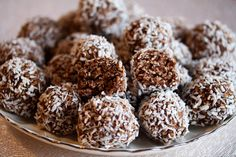 No-cook moxie bombs from Honest to Nod. Healthy snacks you can make ahead and keep in the fridge. Great for on the go snacking! No Bake Snacks, Fruit Snacks, Yummy Snacks, Kid Snacks, Great Recipes, Favorite Recipes, Holiday Recipes, Vegan Recipes, Healthy Snacks For Kids
