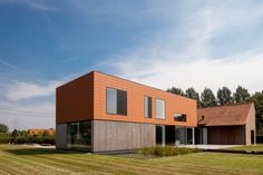 The Barn by Pascal François Architects By Magaly - Categories: Art, Bathroom, Dining Room, Furniture, Hall and Entrance, Houses, Interior Design, Kitchen, Landscaping, Lighting, Living Room, Offices, Remodeling, Wall Decor   Add a comment The Barn is a project completed by Pascal François Architects and located in Aalst, Flanders, Belgium. The minimalist design of the interior gives it an air of peace and serenity.