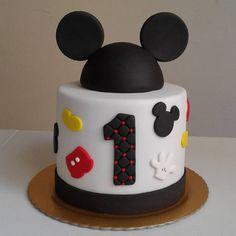 Bolo Mickey Baby, Bolo Do Mickey Mouse, Mickey Cakes, Mickey Mouse Cupcakes, Mickey 1st Birthdays, Mickey Mouse First Birthday, Baby Birthday Cakes, Mickey Mouse Clubhouse Birthday Party, 2nd Birthday