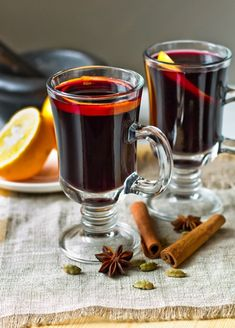 MULLED WINE Now is the time to drink spicy, wonderful warming mulled wine! European Cuisine, Cookery Books, Mulled Wine, In Vino Veritas, Christmas Drinks, Recipe Of The Day, Chocolate Desserts, Fun Drinks, Drinking Tea