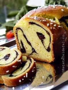 cozonac de post 009 Vegan Recepies, Raw Vegan Recipes, Romanian Food, Beignets, Sweet Cakes, Scones, Macarons, Muffin, Food And Drink