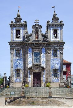 The Church of Saint Ildefonso in Porto, Portugal, is a Catholic church completed in 1739 to replace a centuries-old chapel. This octagonal church building is constructed of granite, and on its façade are 11,000 azulejo tiles installed by Jorge Colaço in 1932. The architect of the church is unknown. (Photo: Diego Delso)