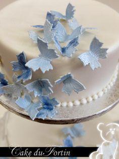 Sinds 1975 besteedt Cake du Fortin veel aandacht aan het verfijnen van zowel de kunst van het decoreren als de recepten van haar taarten en vullingen. Door de beste ingredienten te gebruiken wordt de beste kwaliteit bereikt. En dat proef je. Cake du Fortin is gespecialiseerd in o.a. bruidstaarten, kindertaarten, suikerwerk en hartige hapjes. www.cakedufortin.nl Cake Gallery, Fondant, Desserts, The Hague, Tailgate Desserts, Deserts, Postres, Dessert, Gum Paste