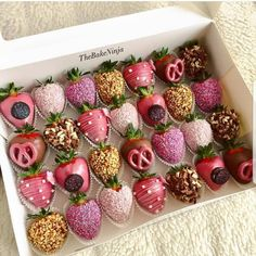 Fruit dip strawberry chocolate covered ideas for 2019 Chocolate Dipped Strawberries, Chocolate Covered Strawberries, Strawberry With Chocolate, Chocolate Covered Treats, Chocolate Chocolate, Chocolate Cupcakes, Strawberry Dip, Strawberry Recipes, Fruit Recipes