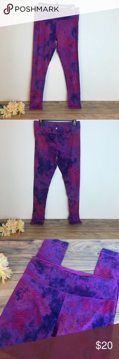 Workout Leggins Workout leggins with beautiful pattern, has a small pocket on the inside.  ▪️Condition:  In good condition. Missing tag tag. Please view all photos prior to purchasing.  02262018  Tags: comfy casual yoga pants work out pants gym healthy CrossFit spinning cyling HIIT True Grit Pants