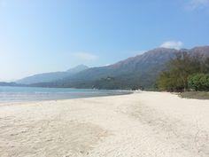 Wide wild beach, Pui O. 廣闊的貝澳海灘。