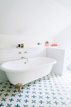 We love how the pops of colour in this bathroom space come from the patterned floor tiles! Gorgeous Bathroom, Bathroom Interior Design, Small Bathroom Tiles, Small Bathroom, Concrete Shower, Amazing Bathrooms, Bathroom Flooring, Bathroom Decor, Bathtub