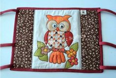 capa para garrafa termica em patchwork - Pesquisa Google Diy And Crafts, Arts And Crafts, Christmas Owls, Patch Quilt, Baby Quilts, Pot Holders, Diaper Bag, Patches, Sewing