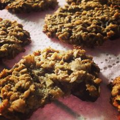 Banana Oatmeal Protein cookies  #norefinedsugar #noeggs #maplesyrup #whey    1/2 cup mashed bananas (150g)  2 cups rolled oats (200g)  1/4 cup butter or ghee  1/4 cup maple syrup  1/2 tsp cinnamon 1/2 cup chocolat shredded  1/2 cup shredded coconut  2 tbsp whey ptn (optional) - all ingredients in the food processor - mix - form into cookies with a tbsp & flatten down carefully on parchment paper and bake on low for 30/35min (130/140 C) or until the edges are golden brown  #nocrap…