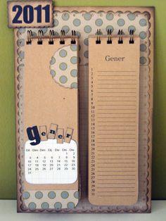 Crea tu propio calendario para la nevera, a través del Blog Fem Scrap.  http://femscrap.blogspot.com.es/2012/09/tutorial-de-un-calendario-para-la-nevera.html
