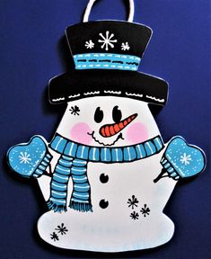 Here's an adorable SNOWMAN SIGN we have designed and made for the Winter Season! Halloween Wishes, Halloween Signs, Christmas Owls, Christmas Crafts, Christmas Holiday, Holiday Decor, Cute Snowman, Snowmen, Snowman Crafts