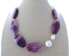 Purple agate necklace, baroque pearl choker, gemstone necklace with pink quartz, beaded necklace, uk gemstone jewellery, italian jewels door Sofiasbijoux op Etsy https://www.etsy.com/nl/listing/237168015/purple-agate-necklace-baroque-pearl