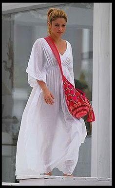 Wayuu Mochila bag gedragen door de Colombiaanse Shakira. Deze tas is…