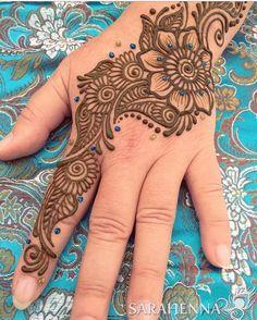 Throwback to warmer days #sarahenna #henna #mehndi #Kirkland #kirklandart #seattlehenna #seattle #pnw #hennaartist #art #artist#425 #seattleart #kirklandartist #kirklandhenna #naturalhenna #hennaart