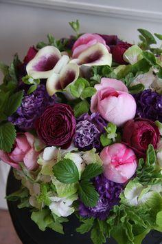 Beautiful arrangement. Live the colors.