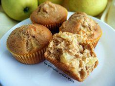 I muffin integrali alle mele con crusca d'avena sono dei dolci perfetti per la prima colazione, adatti soprattutto a chi ha un occhio in più alla linea.