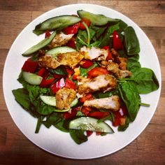 tasty tandoori chicken with garden salad - thanks Michelle Bridges! Savoury Recipes, Clean Recipes, Healthy Meals, Low Calorie Recipes, Diet Recipes, Cooking Recipes, Meal Ideas, Food Ideas