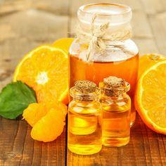 DIY-Kosmetik-Rezept für selbst gemachtes Badeöl mit Orangenduft - stärkt das Immunsystem, vertreibt Ängste und Depressionen, belebt und beruhigt zugleich