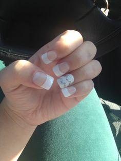 White tip acrylic nails with chevron #chevron #whitetip #whiteandsilver #acrylic