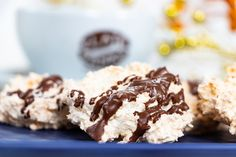kokosové pusinky - KAMzaKRASOU.sk Krispie Treats, Rice Krispies, Desserts, Food, Tailgate Desserts, Deserts, Eten, Postres, Dessert