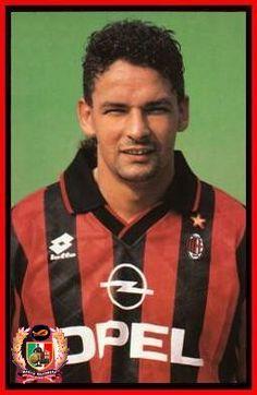 Roberto Baggio (I) Roberto Baggio, Paolo Maldini, Football Stickers, My Dream Team, Action Poses, Ac Milan, Fifa World Cup, Vintage Sport, Retro Vintage