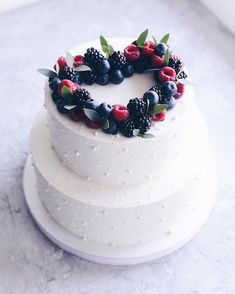 New Cake Desing Ideas Easy Cookie Decorating Ideas Pretty Cakes, Beautiful Cakes, Amazing Cakes, Frosting Recipes, Cake Recipes, Dessert Recipes, Buttercream Frosting, Food Cakes, Cupcake Cakes