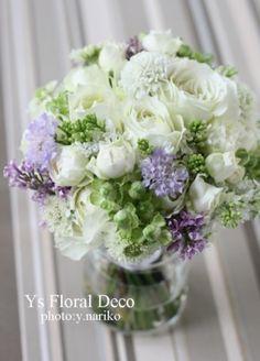 カップ咲きバラ、ライラック、スカビオサのクラッチブーケ ys floral deco