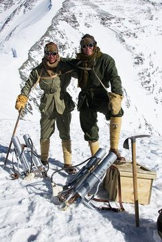 """thesorrowsofgin: """" manoftheworldmagazine: """" Speed climber Leo Houlding (left) with alpine legend Conrad Anker on the north face of Mount Everest, June 2007. Retracing George Mallory's 1924 expedition, Houlding and his crew wore replica kit and..."""