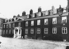 The apartment, which was once home to Princess Margaret and her husband Lord Snowdon, was redesigned and opened up to give around 20 rooms instead of the original 30