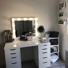 WHITE 32 X 28 beleuchteter Kosmetikspiegel im Hollywood-Stil Vanity Makeup Rooms, Vanity Room, Makeup Room Decor, Ikea Vanity, Vanity Desk, Makeup Vanity With Lights, Makeup Table Vanity, Makeup Desk, Small Room Bedroom