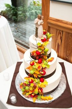 If you are planning a fall wedding and maybe you haven't decided what cake to order. Here are great ideas to different kinds of fall wedding cakes. Fall Wedding Shoes, Autumn Wedding, Beautiful Cakes, Amazing Cakes, Perfect Wedding, Dream Wedding, Gold Wedding, Wedding Prayer, Decoration Entree